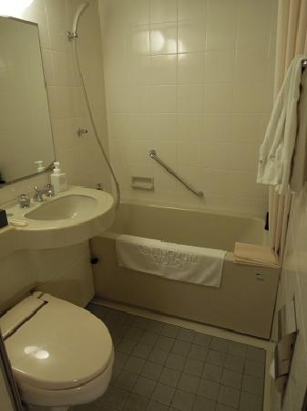 Hotel Centnovum Kyoto: バス、トイレもまずまずの広さ、清潔感あり