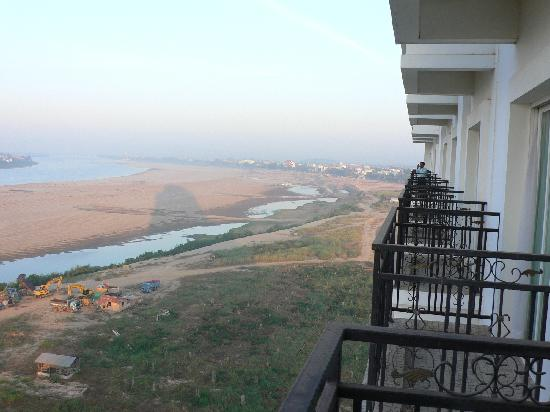 Don Chan Palace: View from balcony (Mekong in dry season)