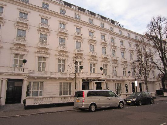 605946 pool picture of henry viii hotel london for Hotels 02 london