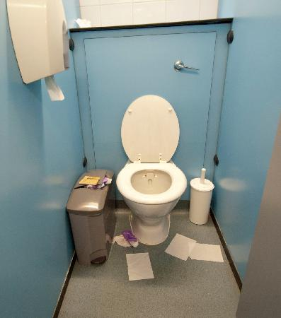 LSE Carr-Saunders Hall: Overflowing sanitary towel bin despite staff being informed.