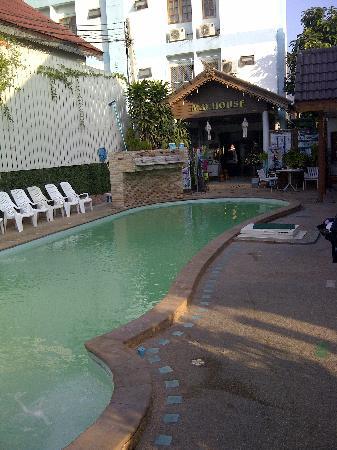 M.D. House: piscine