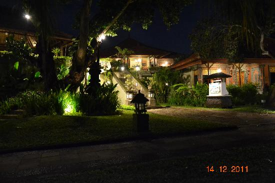 Hotel garden at night picture of bali tropic resort and spa tanjung benoa tripadvisor for A night at the garden