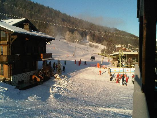 Hotel Champs Fleuris: view from balcony to Plenney lift