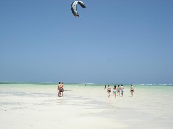 Melia Zanzibar: la plage marée basse (activité surf !)