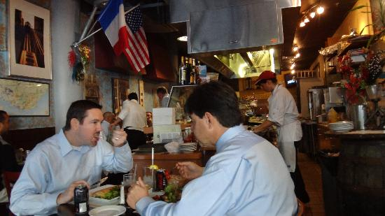 Cafe Bastille : Open kitchen - you see what you eat!