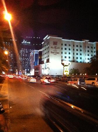 Merwebhotel Al Sadd Doha: boulevard de l'hotel