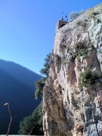 Subiaco, Italien: La rupe su cui affaccia la terrazza panoramica