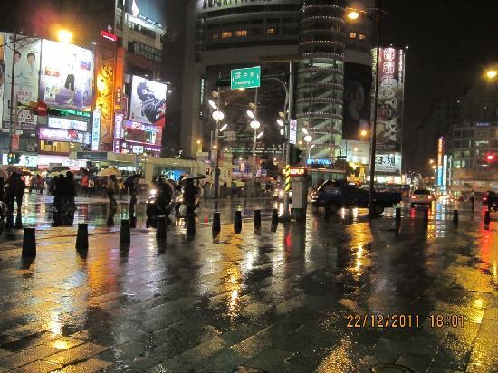 Half Day Taipei City Tour: Taipei offers magnificant night scene!