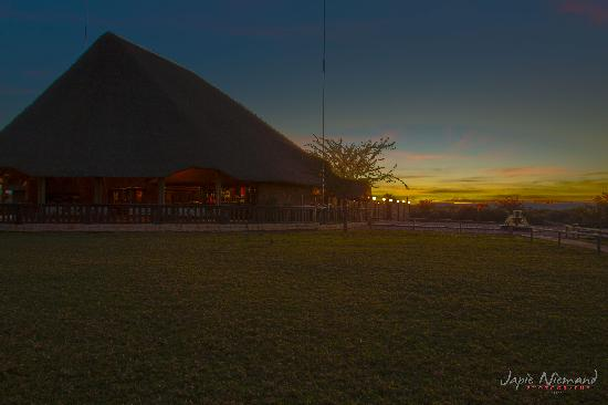 Oryx Trail Game Lodge & Safaris: Resturant and bar for the outside
