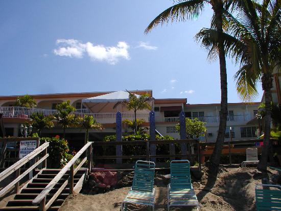 Beachside Villas Rincon: Hotelanlage vom Meer aus