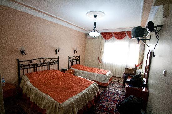 Side Hotel and Pension: Stanza dell'albergo