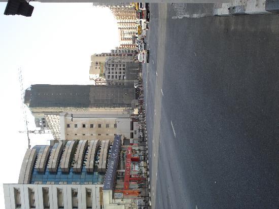 Four Points by Sheraton Bur Dubai: Road outside hotel