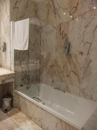 Salles Hotel Malaga Centro: Badezimmer/ Bathroom/ Baño