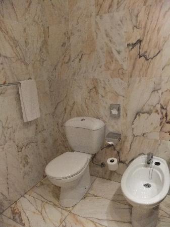 โรงแรมซาลส์ มะละกา เซ็นโตร: Badezimmer/ Bathroom/ Baño