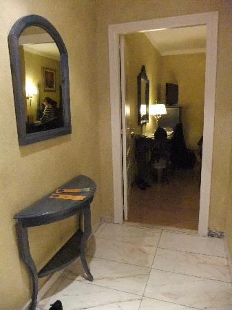 โรงแรมซาลส์ มะละกา เซ็นโตร: Vorzimmer/ Hallway/ Antesala