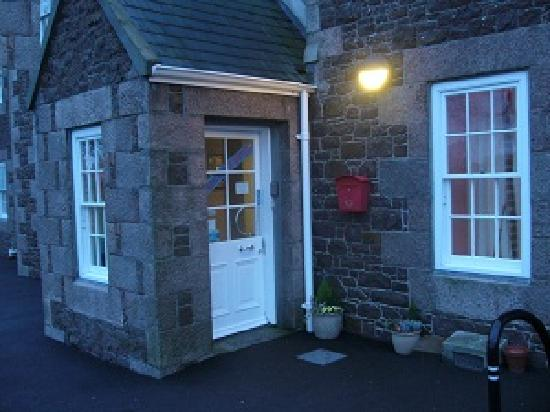 Jersey Accommodation and Activity Centre: Front Porch
