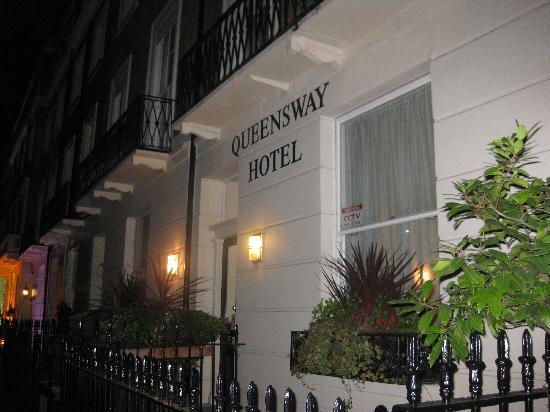 Queensway Hotel: Front