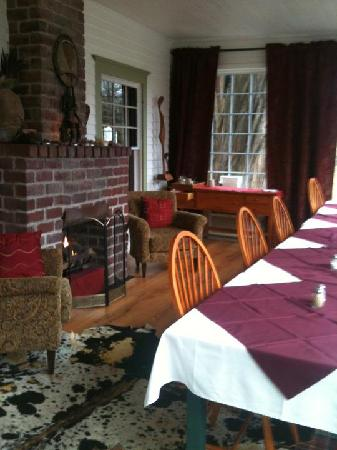 Great Tree Inn Bed & Breakfast: breakfast/dining room -- hub bub