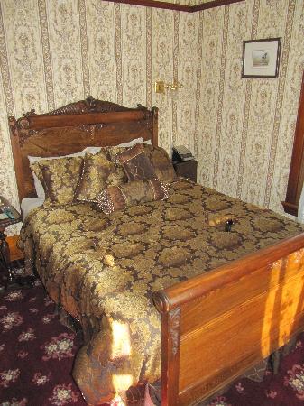 Victorian Dreams Bed and Breakfast: Ella's veranda suite