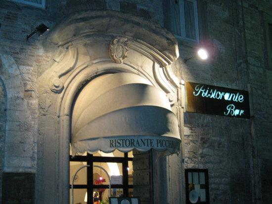 Picchio Verde: ingresso del ristorante