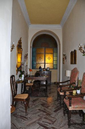 Hotel Cestelli: Elegant lobby