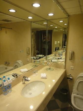 Mercure Shanghai Royalton: バスルーム
