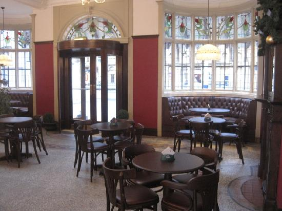 York Railway Station: The York Tap in the station, spacious, comfortable and warm