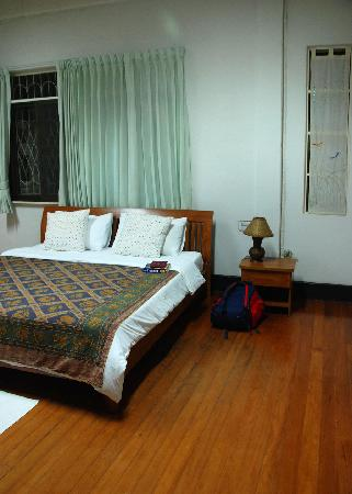 Baan Rub Aroon : Leelawadee Room - spacious, clean and very lovely