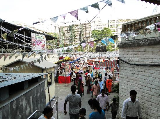 Mahalakshmi Temple and the area - main entrance to the comlex