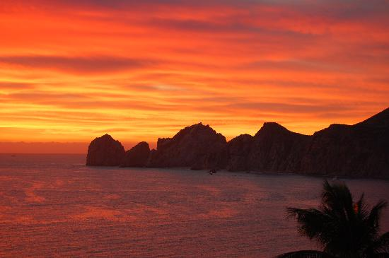 Cabo Villas Beach Resort : Fabulous Sunrises each morning!