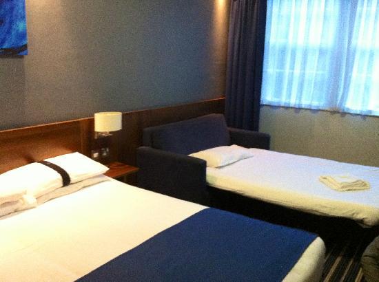 โรงแรมพีรีส์: Camas