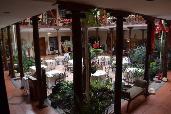 Hotel Boutique Santa Lucia: Atrium and restaurant