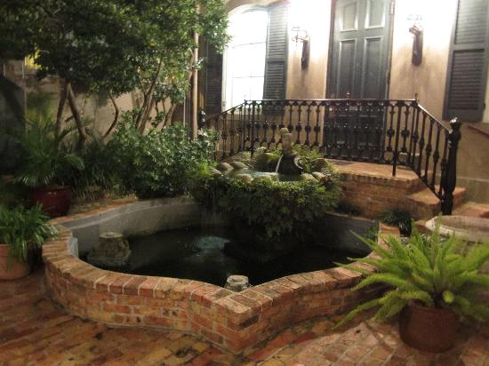 New Orleans Courtyard Hotel: fountain in the courtyard