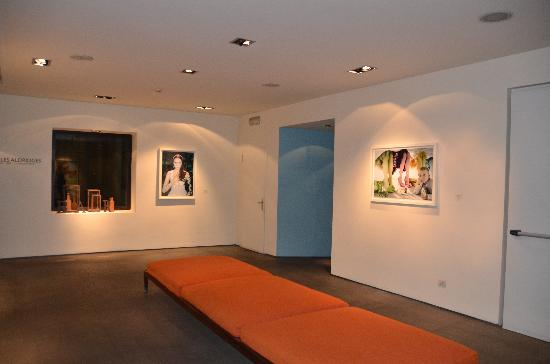 Gallery Hotel Art : Réception et expo photos