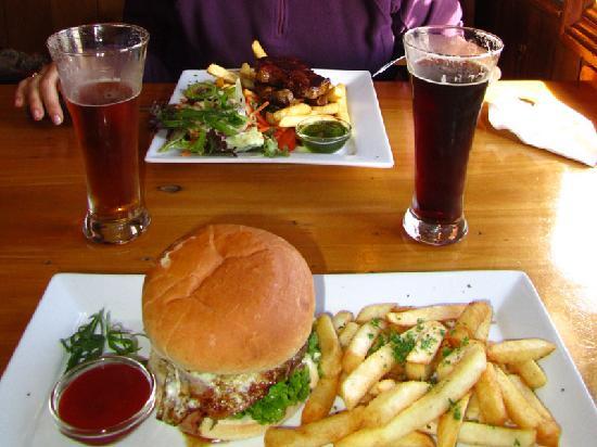 The Ranch Cafe Bar & Grill: Kiwi Burger and Lamb