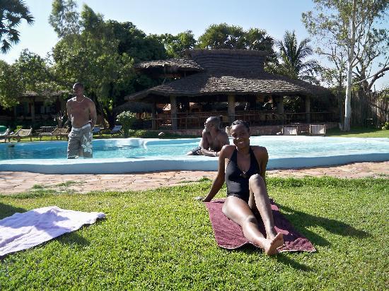 BadaLodge : bronzette au bord de la piscine