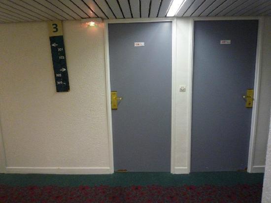 Ibis St Etienne Gare TGV : exterior of rooms