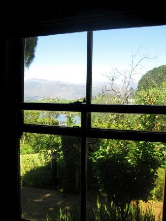 Angala Boutique Hotel and Guest House: View from our window looking over irrigation dam