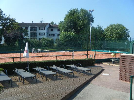 Adonis Excellior Grand Geneve: Sport center with hotel on background