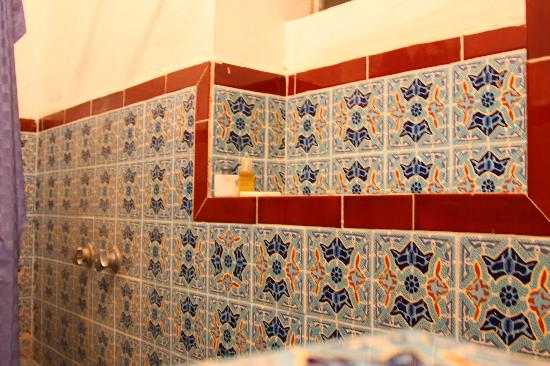 Hotel Trinidad Galeria: Pretty tiles in the shower