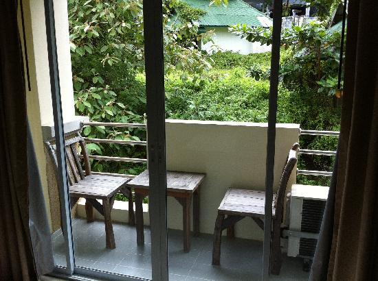 Pranang Flora House: Balcony in Double Room