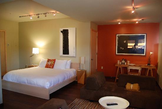 The Island Inn at 123 West: Interior de la habitación
