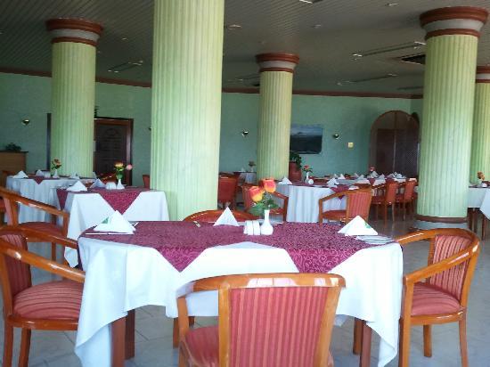 Resort Sur Beach Holiday: Restaurant at the Sur Beach Hotel