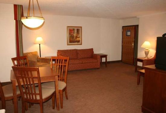 Country Inn & Suites By Carlson, Tulsa Central: King Executive Suite