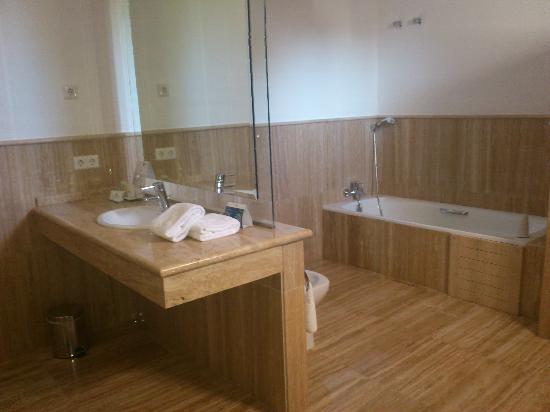 Hermitage De Casares: Baño 1
