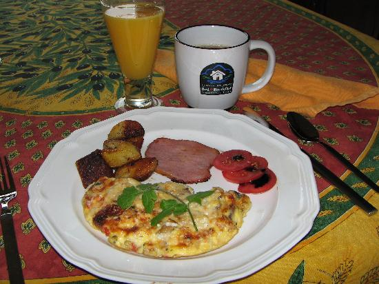 Willow Beach Bed and Breakfast: Zucchini Fritta with back bacon and thyme roasted potatoes