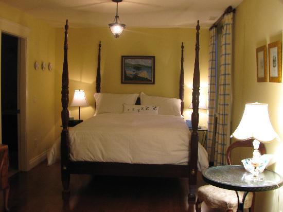 Willow Beach Bed and Breakfast: Okanagan Room