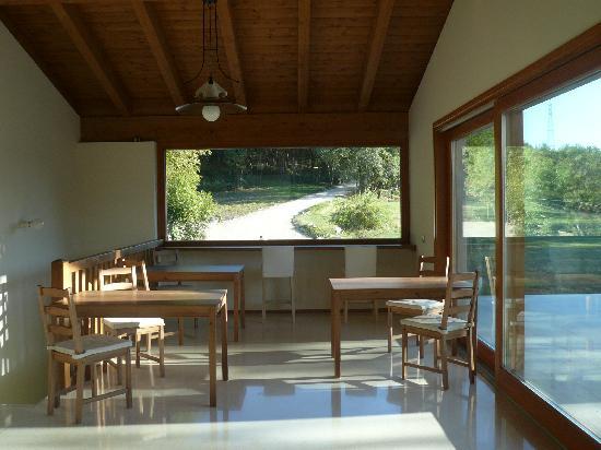 B&B Al Montegallo: Sala colazioni - vetrate