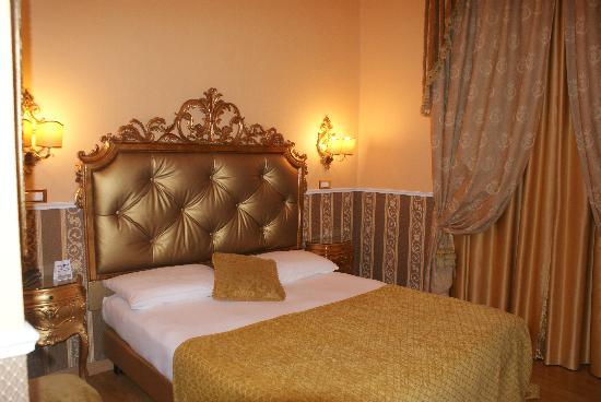 Veneto Palace Hotel: chambre 310
