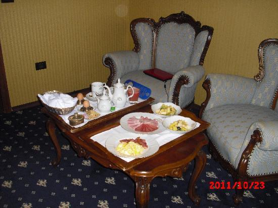 Grand Hotel London : Breakfast served in room